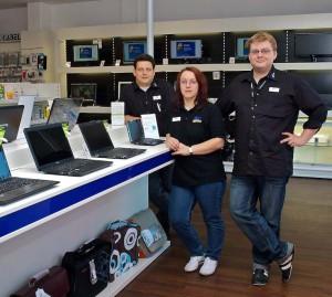 Die Inhaber von PC-SPEZIALIST in Maxhütte (von links): Michael Spanier, Veronika Haberzettl und ihr Mann Nico