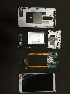Ein LG Smartphone mit Displaybruch