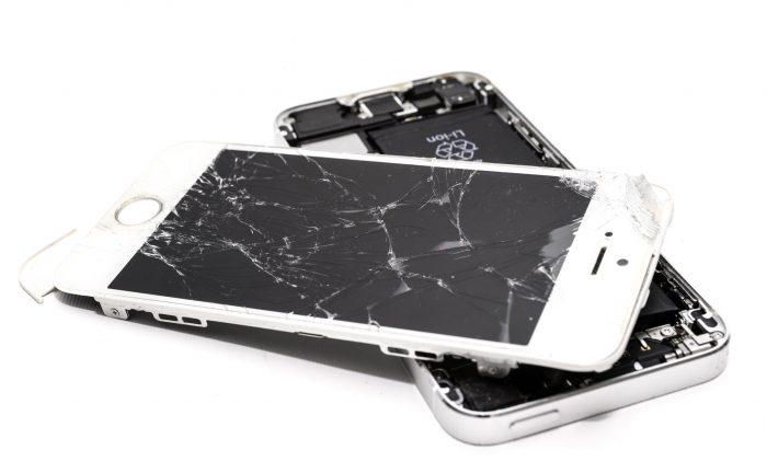 Smartphone Displayschutz: Kaputtes Display vom Handy. Bild: Pexels