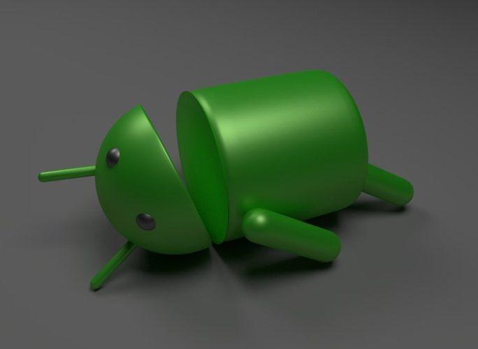 Das Bild zeigt das grüne Android-Symbol. es liegt mit geöffnetem Mund auf dem Rücken. Foto: Pixabay