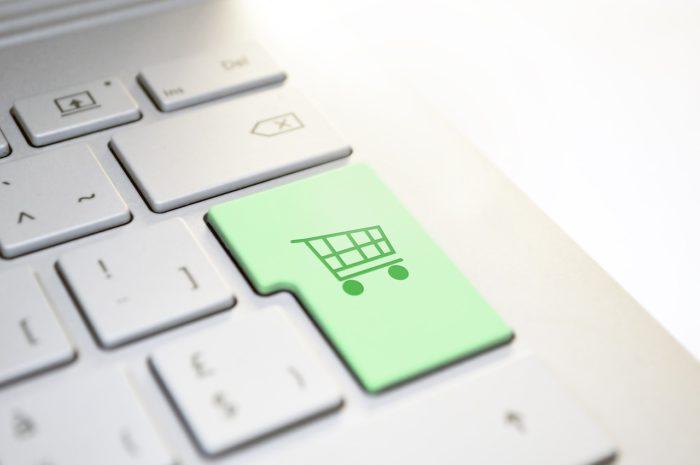 Online-Shopping-Taste auf der Tastatur - Geoblocking