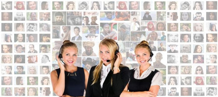 Drei Damen mit Headset, scheinbar aus einer Telefonzentrale. Nutzen sie die Apple Service-Nummer, um an eure Daten zu gelangen? Foto: Pixabay