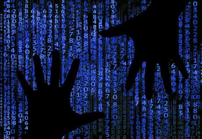 Binäre Zeichen mit zwei Händen, die scheinbar zugreifen. Foto: Pixabay