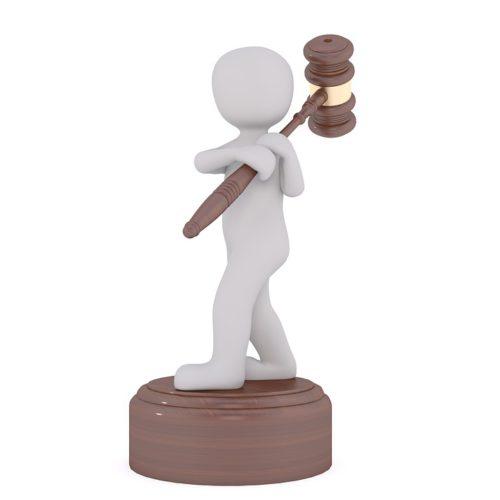 Ein kleines Männchen mit Bieterhammer symbolisiert die 5G-Auktion. Foto: Pixabay