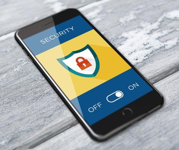 Smartphone mit aktivierter Sicherheits-App zum Schutz von Login-Daten. Foto: Pixabay