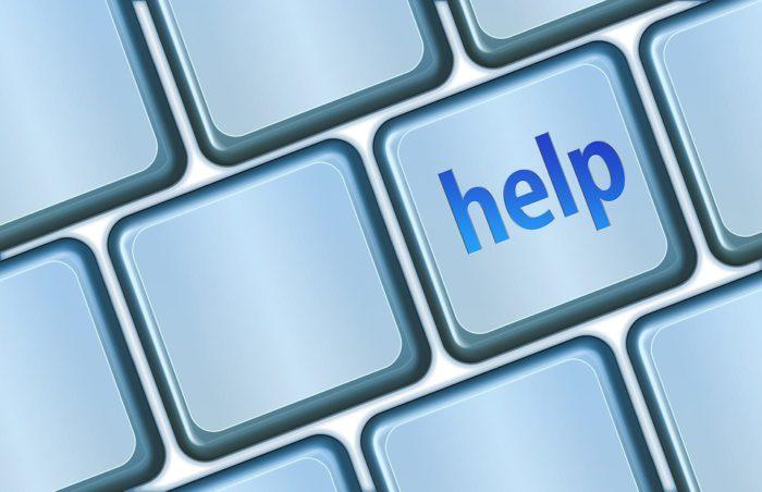 """Zu sehen sind die Tasten einer Tastatur. Nur eine Taste ist beschriftet, nämlich mit dem englischen Wort """"help"""" (Deutsch: Hilfe). Vielleicht möchte jemand eine überschriebene Datei wiederherstellen lassen. Bild: www.pixabay.de/geralt"""