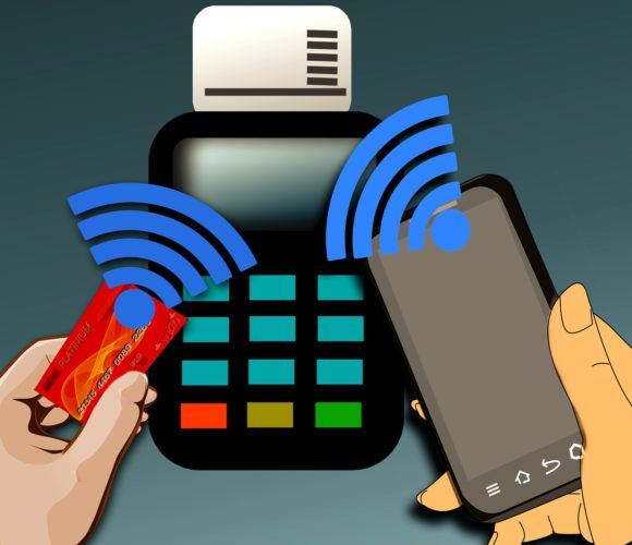Mobile Payments: NFC-Lesegerät empfängt Daten von EC-Karte und Smartphone. Foto: Pixabay