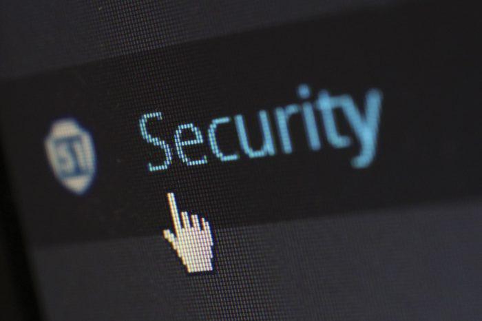 Gezeigt wird ein Computer-Bildschirm mit dem Schriftzug Security. Viele Nutzer haben im Umgang mit dem Internet und Internetkriminalität wenig Bedenken.