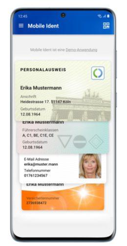 Zu sehen ist ein Handy, auf dem verschiedene Ausweisdokumente hinterlegt sind: Elektronischer Personalausweis, Führerschein, Versichertenkarte und mehr. Bild: Bundesdruckerei GmbH