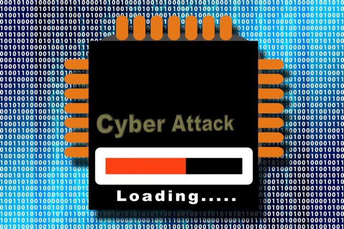 Blauer Hintergrund mit binären Zeichen, im Vordergrund eine Mainboard mit dem Schriftzug Cyber Attack Loading zu sehen ist. Bild: Pixabay