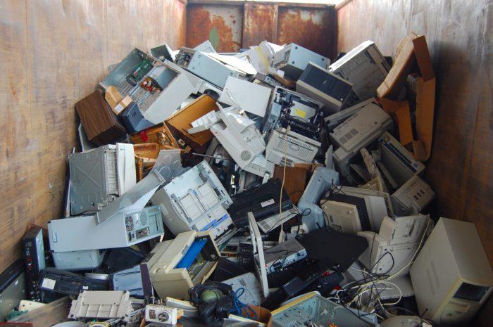 Ein Haufen Elektroschrott. Manchmal geht 2nd Hand nicht mehr. Bild: Pixabay