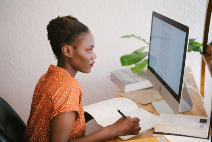 Online-Übersetzer für Textverständnis