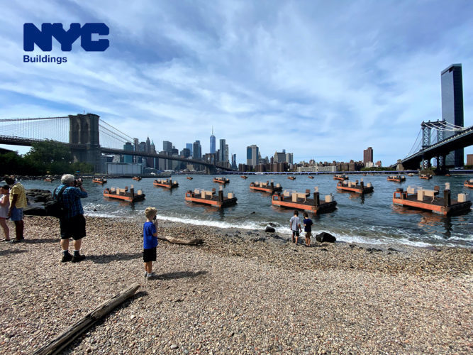 Schwimmende Büros im East River