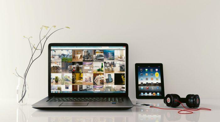 Shareit: Laptop mit Bilddateien, Tablet mit Apps und Kopfhörer. Bild: Pixabay