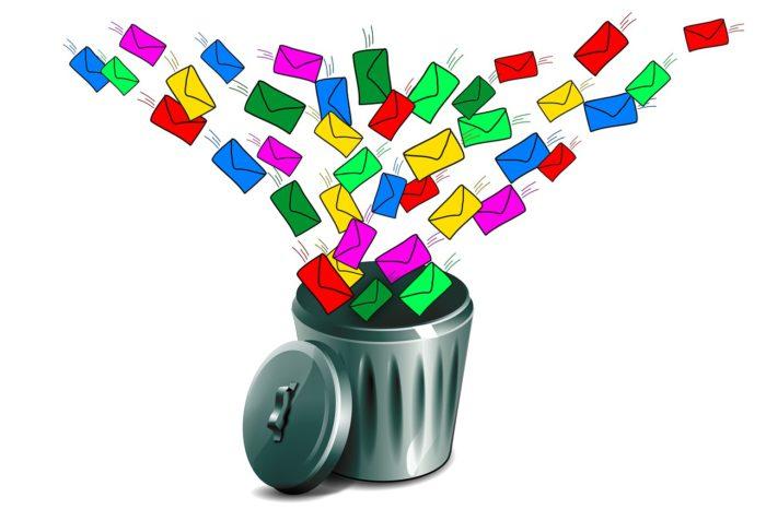 Termineinladung: Papierkorb mit Briefumschlägen, die hinein fliegen. Bild: Pixabay
