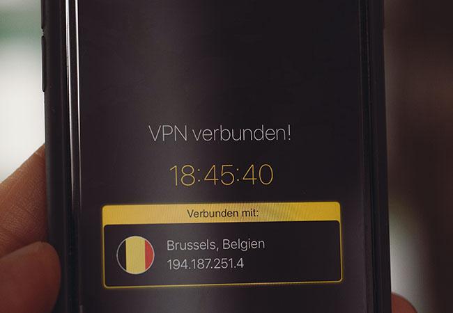 Handy-Display mit Anzeige einer VPN-Verbindung. Bild: Unsplash/Markus Spiske