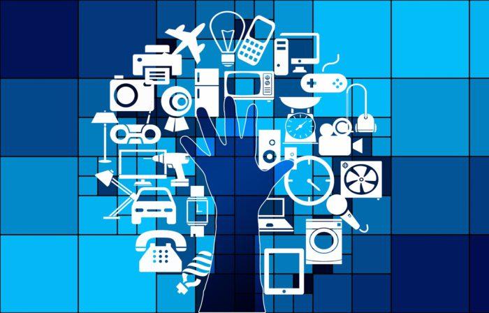Internet der Dinge. Symbole und eine Hand die auf alles zugreifen kann. Bild: Pixabay